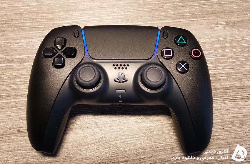 ساختن کنترلر مشکی PS5 DualSense توسط یکی از بازیکنان